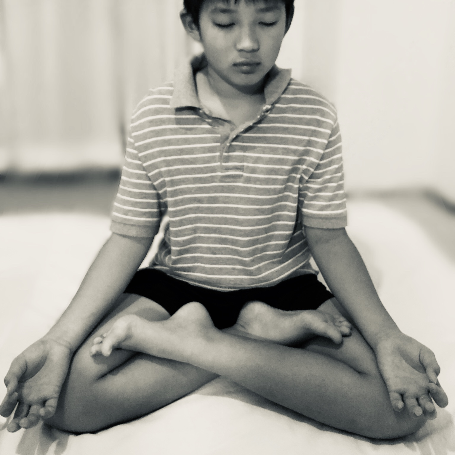 子どもと一緒に瞑想を楽しもう~子どもの瞑想のメリットと方法~