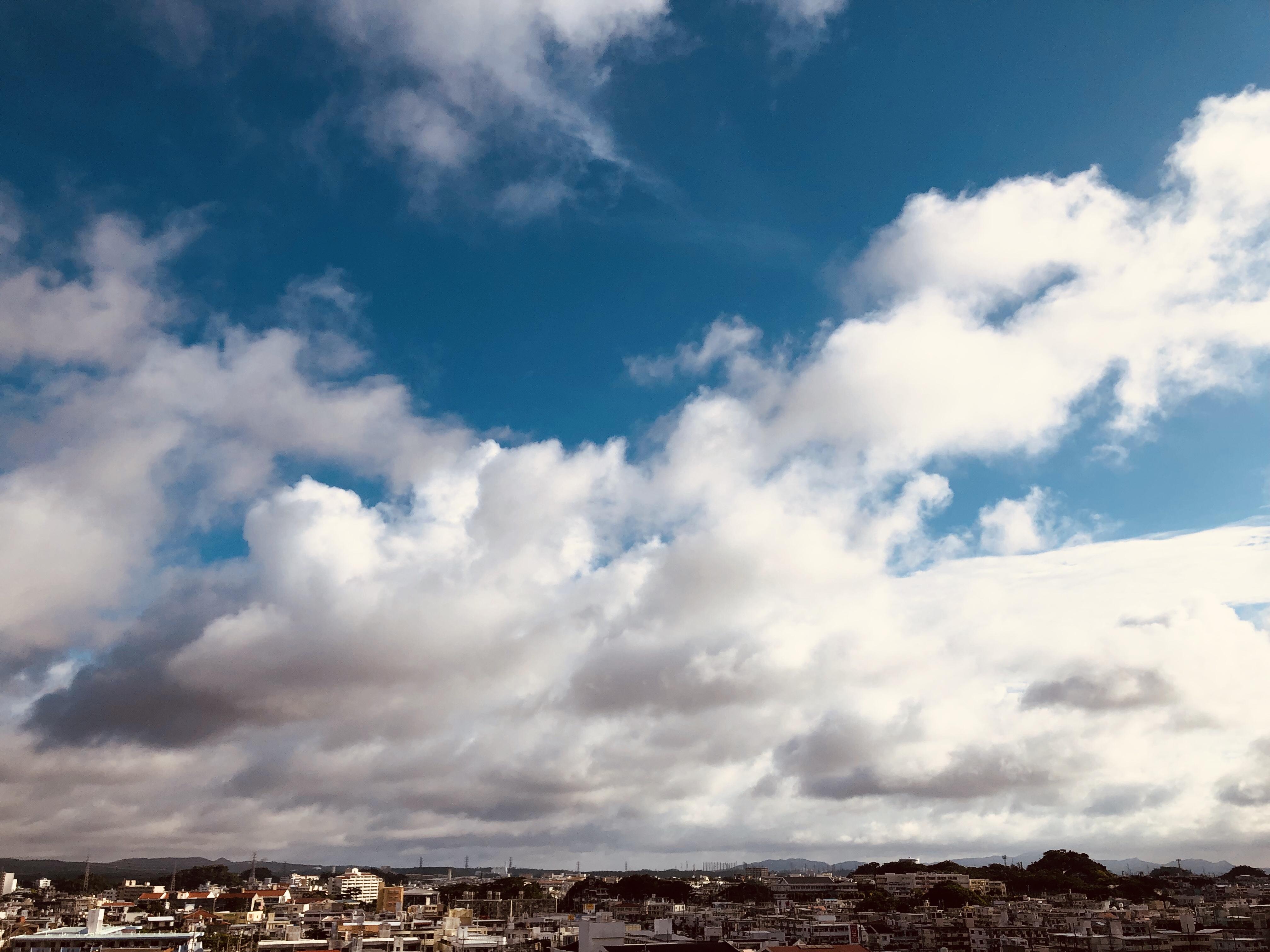おきなわの空と雲をながめるセッションルーム&サロンのご案内